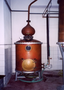 "The traditional machine<BR> for producing ouzo""><img src="