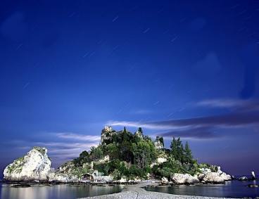 "Taormina<BR>la suggestiva Isolabella""><img src="